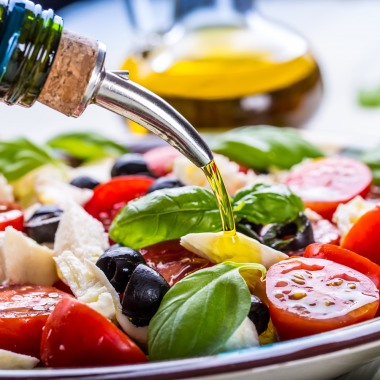 How does the Mediterranean diet help with dementia?